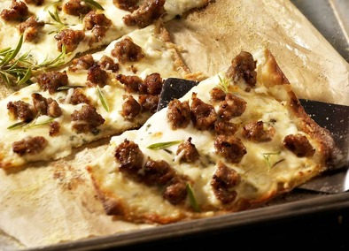 Sausage flatbread pizza