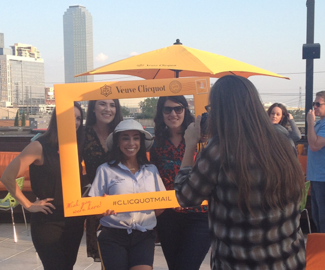Veuve pic of girls taking pic