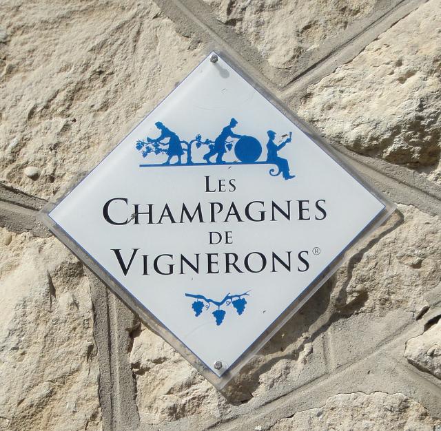 Champagne de Vignerons sign