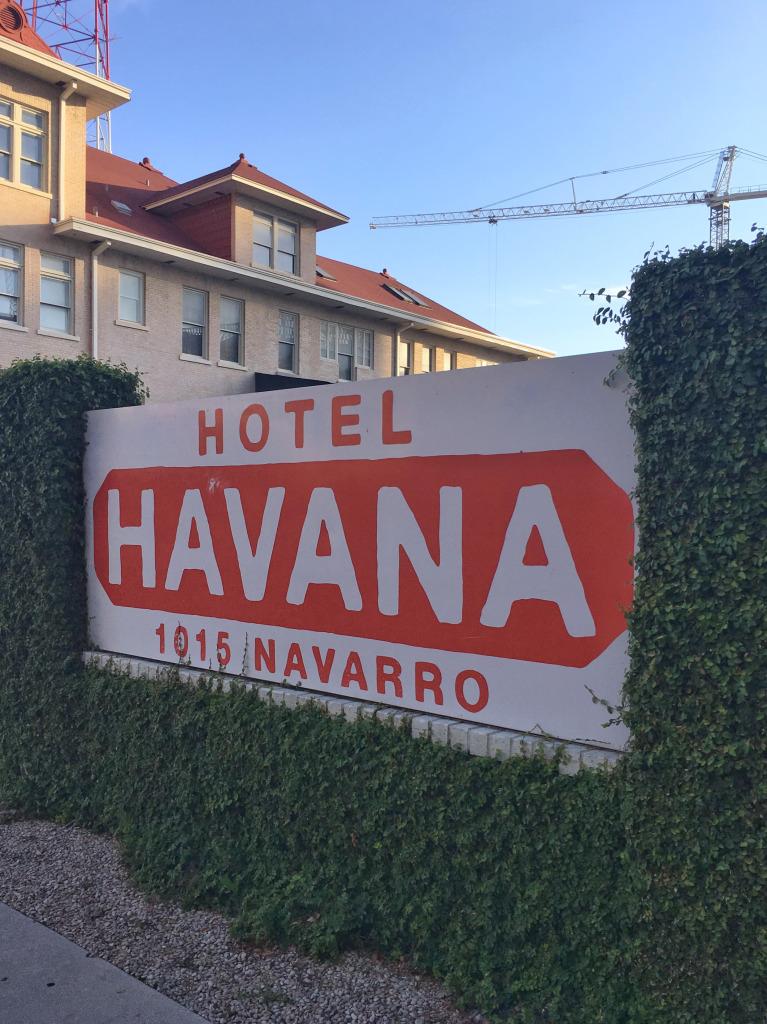 Hotel Havana (hotel signage)
